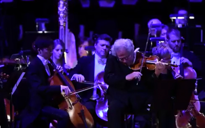Itzhak Perlman and the Pittsburgh Symphony Orchestra perform in memory of the victims of the Tree of Life synagogue shooting attack (Video screenshot)