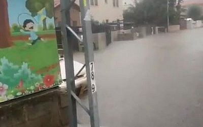 Flooded streets in Rehovot amid powerful rains, December 6, 2018. (Hatzalah rescue organization)