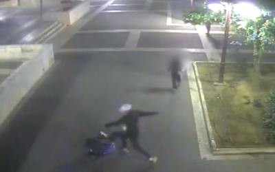 CCTV footage showing a suspect kicking a Sudanese asylum seeker in Petah Tikva on November 14, 2016. (Screen capture/Ynet)