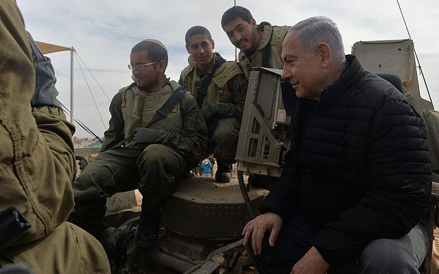 Prime Minister Benjamin Netanyahu meets soldiers during a visit to the Shizafon army base, on January 23, 2019. (Kobi Gideon/GPO)
