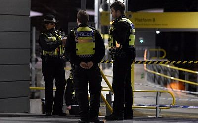 Police officers stand near a cordon at Manchester Victoria Station, in Manchester on January 1, 2019, following a stabbing on December 31, 2018. (Paul ELLIS / AFP)