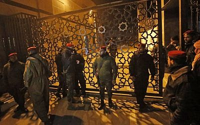 Palestinian security forces loyal to Hamas (R) stand guard outside the Rafah border crossing with Egypt just minutes before the Palestinian Authority withdraws its staff (L) from the Rafah border crossing with Egypt on January 7, 2019. (SAID KHATIB / AFP)