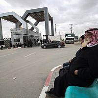 Palestinians sit waiting at the Rafah border crossing with Egypt, in the southern Gaza Strip, on January 8, 2019. (SAID KHATIB / AFP)