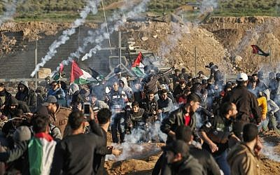 This picture taken on January 11, 2019 shows a view of clashes between Palestinians and Israeli forces across the Gaza-Israel border fence. (Mahmud Hams/AFP)