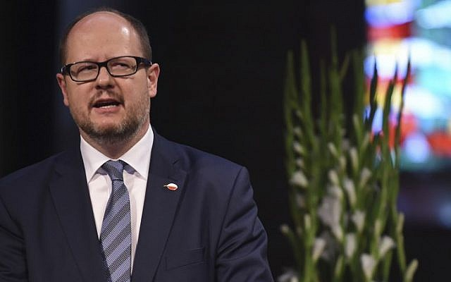 Picture taken on May 5, 2016, shows the mayor of Gdansk Pawel Adamowicz giving a speech during a commemorative ceremony at the St Petri Dom cathedral in Bremen, northwestern Germany. (Carmen Jaspersen/dpa/AFP)