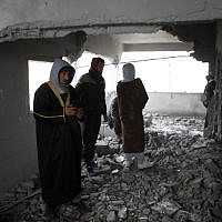 Palestinians checks the house of man accused of the fatal September stabbing of an Israeli-American, after it was partially demolished by Israeli forces on January 18, 2019, in the village of Yatta in the West Bank (HAZEM BADER / AFP)