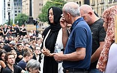People attend a vigil in memory of murdered Israeli student Aiia Maasarwe in Melbourne on January 18, 2019 (Allan LEE / AFP)