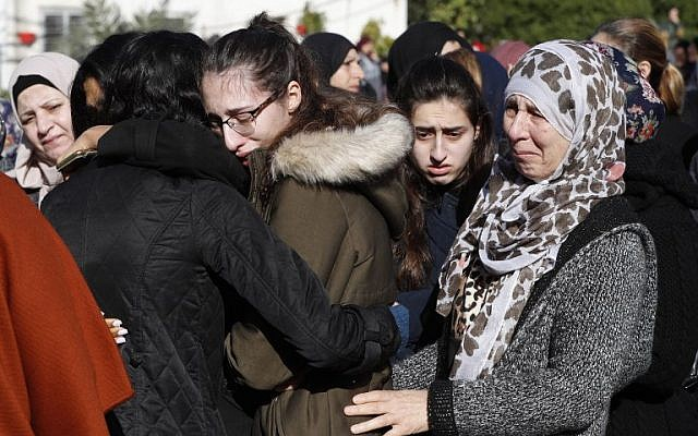 Mourners cry during the funeral of Israeli student Aya Maasarwe in the town of Baqa al-Gharbiya on January 23, 2019 (Ahmad GHARABLI / AFP)