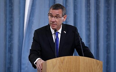 Israel's Ambassador to the United Kingdom, Mark Regev delivers a speech at the annual Holocaust Memorial Commemoration event, co-hosted with the Israeli Embassy, in central London on January 23, 2019. - The Foreign Secretary will deliver a keynote speech and unveil the Frank Foley bust. Frank Foley was a British Secret Intelligence Service Officer who in the late 1930s saved thousands of Jews by helping them escape Nazi Germany. (Tolga AKMEN / POOL / AFP)