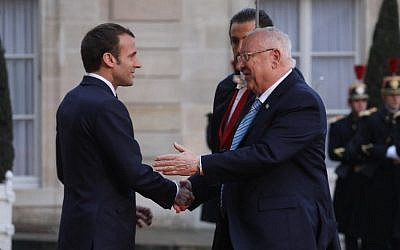 Israeli president Reuven Rivlin, right, is welcomed by French President Emmanuel Macron on his arrival at the Elysee Palace in Paris on January 23, 2019. (ludovic Marin/AFP)