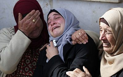Palestinians mourn during the funeral of Hamdi Nassan, 38, in the village of Mughayir in the  West Bank on January 27, 2019. (ABBAS MOMANI / AFP)