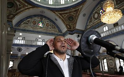 Arab Israeli bodybuilder and Muezzin Ibrahim Masri, calls to prayer at el-Jazzar mosque in the northern Israeli port city of Acre on January 29, 2019 (Photo by AHMAD GHARABLI / AFP)