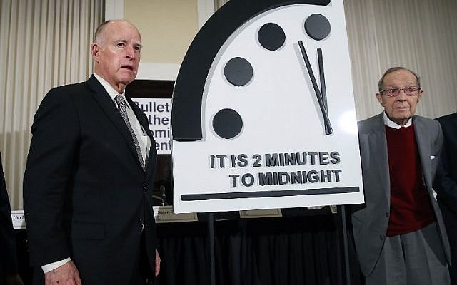 Former California governor Jerry Brown and former secretary of defense William Perry unveil the Doomsday Clock during a news conference on January 24, 2019 in Washington, DC. (Mark Wilson/Getty Images/AFP)