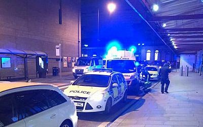Police responding to a stabbing attack in Manchester in the UK on December 31, 2018 (Twitter)