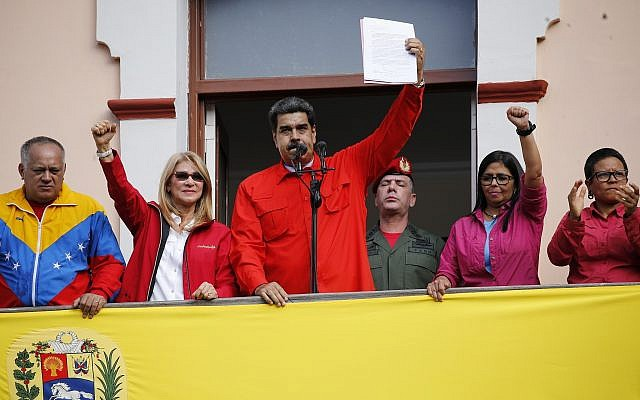 Venezuelan President Nicolas Maduro announces he is breaking relations with the US, to supporters from a balcony at Miraflores presidential palace in Caracas, Venezuela, January 23, 2019. (AP Photo/Ariana Cubillos)