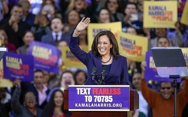 Democratic Sen. Kamala Harris, of California, waves to the crowd as she formally launches her presidential campaign at a rally in her hometown of Oakland, Calif., Sunday, Jan. 27, 2019. (AP Photo/Tony Avelar)