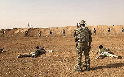 Members of the Maghawir al-Thawra Syrian opposition group receive firearms training from US Army Special Forces soldiers at the al-Tanf military outpost in southern Syria on October 22, 2018. (AP/Lolita Baldor)