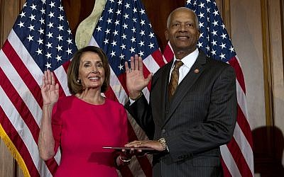 House Speaker Nancy Pelosi administers the House oath of office to Rep. Hank Johnson, D-Georgia, during the ceremonial swearing-in of the 116th Congress on Capitol Hill in Washington, January 3, 2019. (AP/Jose Luis Magana)
