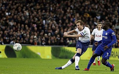Tottenham's Harry Kane shoots the ball during the English League Cup semifinal first leg soccer match between Tottenham Hotspur and Chelsea at Wembley Stadium in London, Tuesday, Jan. 8, 2019. (AP Photo/Frank Augstein)