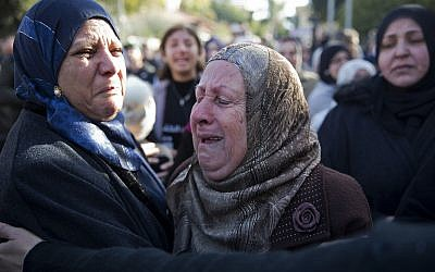 Women cry during the funeral of Israeli student Aya Maasarwe in Baqa al-Gharbiya, Jan. 23, 2019 (AP Photo/Ariel Schalit)