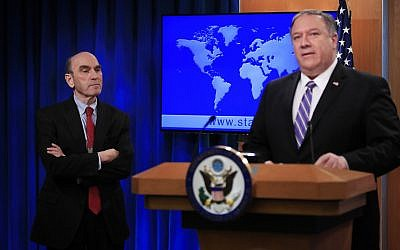Elliott Abrams (L) listens to Secretary of State Mike Pompeo talk about Venezuela at the State Department in Washington, on Jan. 25, 2019. (AP Photo/Manuel Balce Ceneta)