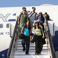 Illustrative: New immigrants to Israel stepping off the plane at Ben Gurion Airport. (Courtesy Nefesh B'Nefesh/via JTA)