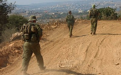 Illustrative: IDF reservists patrolling along the Lebanese border near the Israeli village of Zar'it. (Roy Sharon/Flash90)