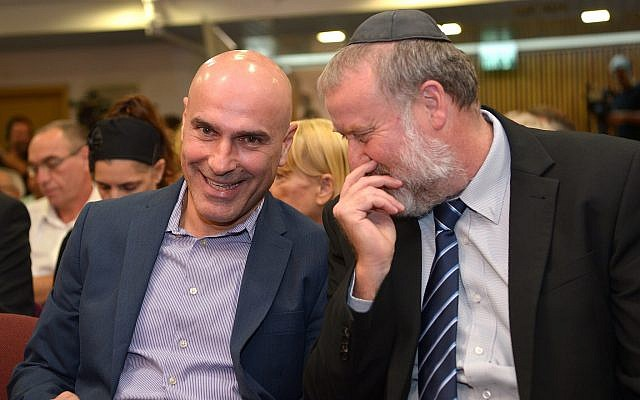 Attorney General Avichai Mandelblit, right, with Israel Bar Association then-chairman Efi Naveh during an event in Tel Aviv on November 9, 2017. (Flash90)