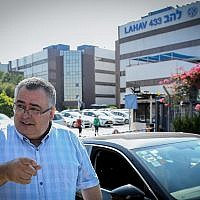 Likud MK David Bitan leaves the Lahav 433 headquarters after questioning by police on September 16, 2018. (Flash 90)