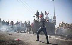 Palestinian demonstrators clash with Israeli troops during clashes near the settlement of Beit El on October 2, 2018. (Flash90)