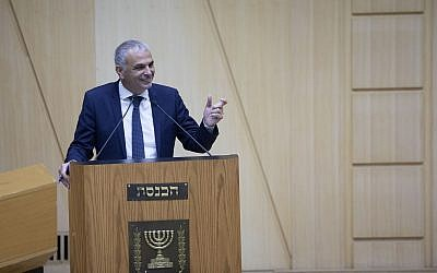 Finance Minister Moshe Kahlon speaks in the Knesset on January 9, 2019. (Noam Revkin Fenton/Flash90)