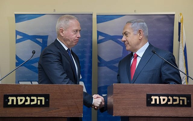 Prime Minister Benjamin Netanyahu (right) and Yoav Gallant hold a joint press conference at the Knesset, January 9, 2019 (Noam Revkin Fenton/Flash90)