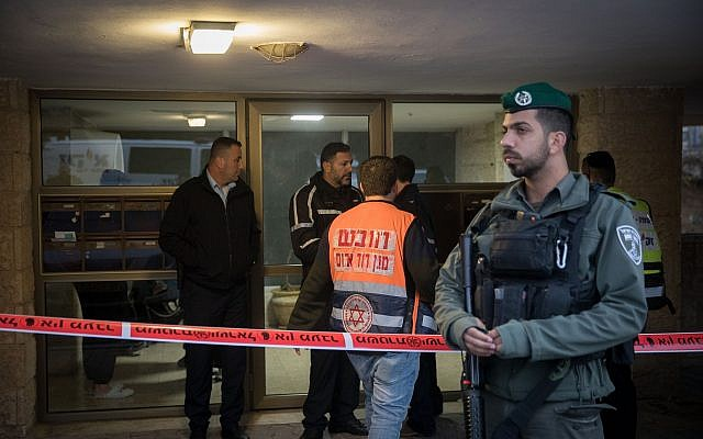 Security and medical forces seen outside the building where two people were found dead in an apartment in the Armon Hanatziv neighborhood in Jerusalem, January 13, 2019. (Noam Revkin Fenton/Flash90)