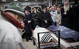 Mourners at the funeral of Yehuda and Tamar Kaduri, at the Har Hamenuchot cemetery in Jerusalem on January 14, 2019. (Noam Revkin Fenton/Flash90)