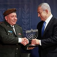 Prime Minister Benjamin Netanyahu (R) and outgoing IDF Chief of Staff Gabi Eisenkot at a ceremony at Defense Ministry headquarters in Tel Aviv on January 15, 2019. (Flash90)