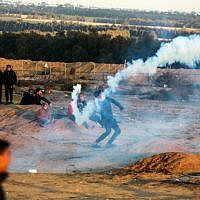 Palestinian protesters during clashes with Israeli forces following a demonstration along the border with Israel, east of Rafah in the southern Gaza Strip, on January 18, 2019. (Abed Rahim Khatib/ Flash90)