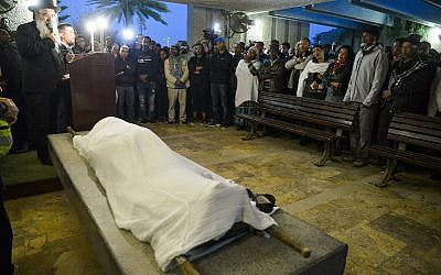 Mourners attend the funeral of 24-year-old Yehuda Biadga, in the Tel Aviv suburb of Holon, on January 20, 2019. (Yehuda Haim/ Flash90)