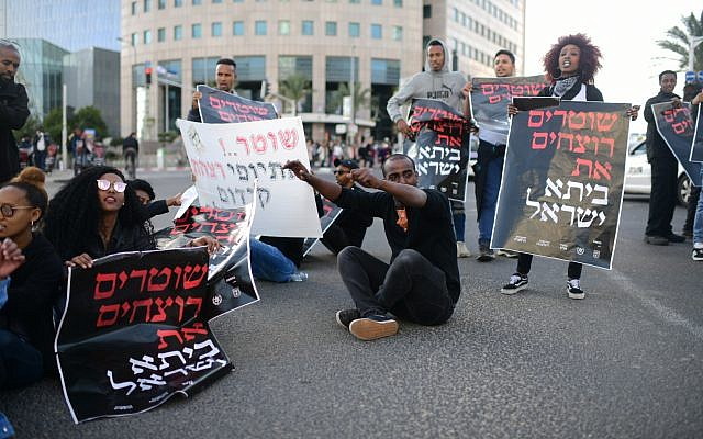 Ethiopian Israelis protest police violence in Tel Aviv on January 30, 2019. (Tomer Neuberg/Flash90)