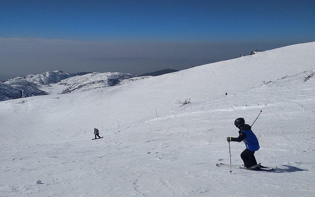 A skier on the upper slopes of Mt Hermon Ski Resort on January 23, 2018. (Melanie Lidman/Times of Israel)