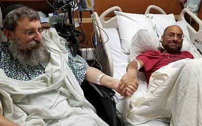 Altruistic liver donor Rabbi Ephraim Simon, left, and recipient Adam Levitz meet prior to surgery at the Cleveland Clinic. (Courtesy Chabad)