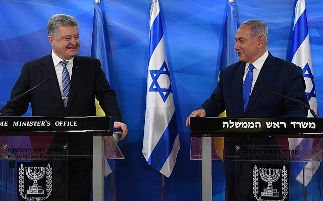 Prime Minister Benjamin Netanyahu (right) and Ukranian President Petro Poroshenko in Jerusalem, January 21, 2019 (Haim Zach/GPO)