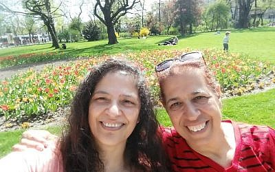 """An image of sisters Lily Pereg (left) and Pyrhia Sarusi posted on the """"Missing in Mendoza"""" Facebook page. (Facebook)"""