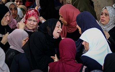 Palestinians mourn Aisha Rabi at her funeral  in the West Bank village of Bidya, near Salfit, on October 13, 2018. The 47-year-old mother of eight was fatally struck on the head by a rock while driving in a car with her husband and daughter near the northern West Bank's Tapuah Junction.  (Nasser Ishtayeh/Flash90)