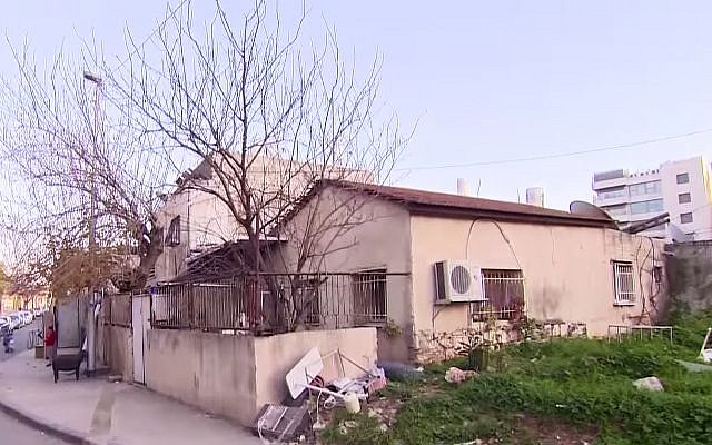 A three-room house in East Jerusalem valued at over NIS 11 million following a bidding war between Jewish and Palestinian activists. (Channel 13 screenshot)