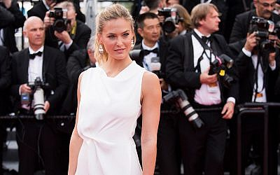 Bar Refaeli arrives for the opening ceremony and the screening of the film La Tete Haute (Standing Tall) at the 68th international film festival, Cannes, southern France, May 13, 2015. (Arthur Mola/Invision/AP)