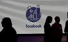 Media and guests mingle at a tour of Facebook's new 130,000-square-foot offices in Cambridge, Massachusetts, January 9, 2019. (AP Photo/Elise Amendola)