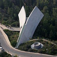 A birds eye view of the new Historical Museum at Yad Vashem. Yad Vashem is Israel's official memorial to the victims of the Holocaust. October 7 2007. Photo by Yossi Zamir/Flash90. *** Local Caption *** îåæéàåï éã åùí öéìåí àåéø àåéøé éøåùìéí