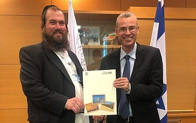 Yechiel Charaz (L) receiving a certificate allowing him to host tours in the Yiddish language from Tourism Minister Yariv Levin in Jerusalem, January 13, 2019. (Tourism Ministry)