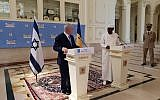 Prime Minister Benjamin Netanyahu, left, and Chad's President Idriss Déby seen at the presidential palace in N'Djamena, Chad, January 20, 2018. (Kobi Gideon/GPO)