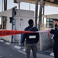 Israel Police temporarily close off the A'Zaim crossing east of Jerusalem in the central West Bank following a stabbing attack on January 30, 2018. (Israel Police)